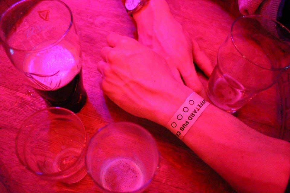 Une tournée des bar à Paris